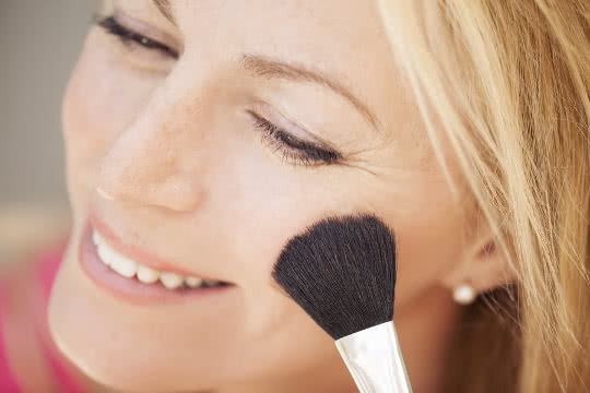 Should I Use Powder on Mature Skin?